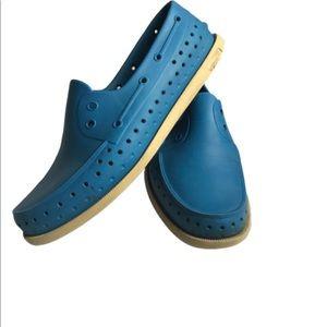 🌷 3/$30 Native Howard Blue Rubber Boat Shoes 11